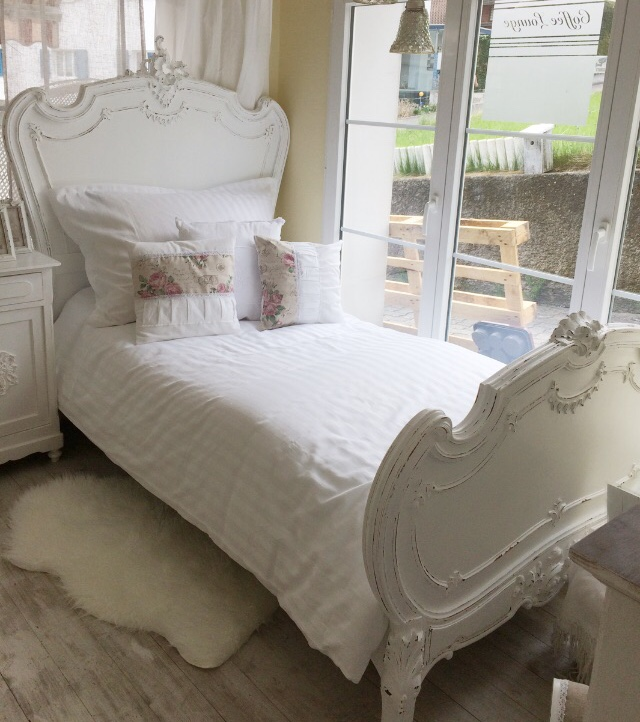 shabby chic bett daniela 39 s shabby chic boutique. Black Bedroom Furniture Sets. Home Design Ideas