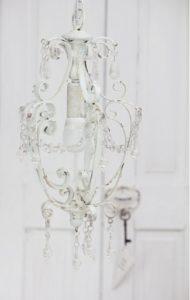 kronleuchter antik weiss daniela 39 s shabby chic boutique. Black Bedroom Furniture Sets. Home Design Ideas